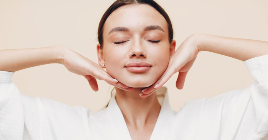Self-massage for a more plump skin